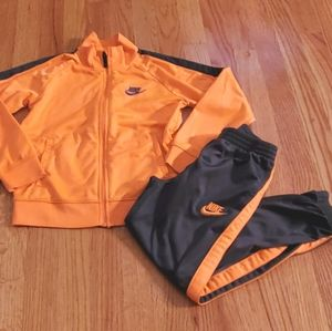Nike Boys Size 7 L Orange Grey Outfit Set